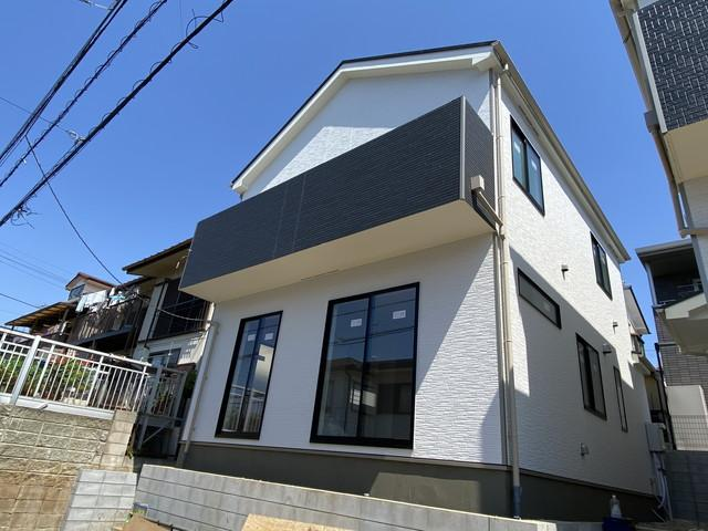 同社施工例物件です。新京成線「高根公団」駅徒歩12分の全2棟の新築一戸建てです。
