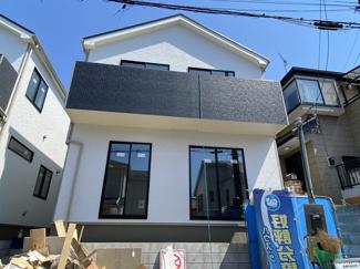 南道路で陽当り良好な新築一戸建てです。