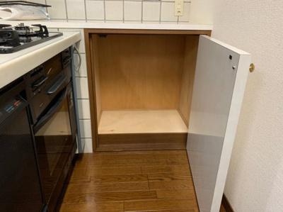 キッチンに収納があります。