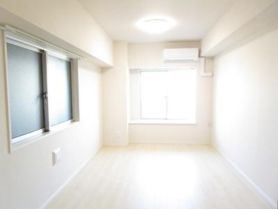 対面キッチンで明るい眺望良好な約11.1畳のリビング・ダイニング