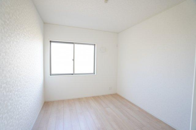 【同仕様施工例】南向きの明るいお部屋です。気持ちの良い風が入ってきそうなお部屋です。