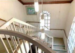 2階から階段部分です♪吹き抜けになっており、たいへん明るく開放的です(^^)