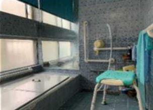 広い浴室です♪一日の疲れを癒してくれます!!大きな窓も有り、換気も十分できるのでカビ対策になりますね(^^)