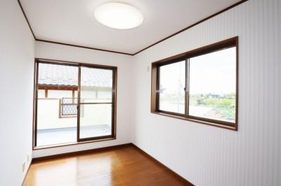 2面採光、明るいお部屋は一日のスタートを気持ちよくさせてくれますね