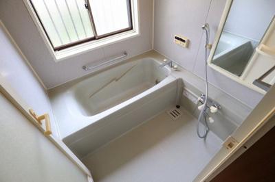窓が大きいので、入浴後や掃除後の換気も、しっかり行えます。カラッと乾く清々しい浴室は気持ちが良いですね♪