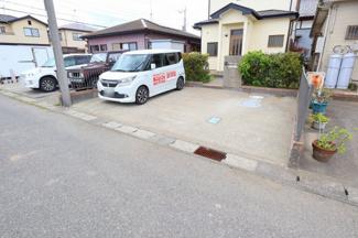 駐車スペースは貴重な3台分ございます! 多くの友達を招いたり、ご家族での複数台所有が可能