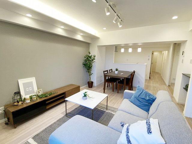 新規リノベーションマンションにつき快適に新生活のスタートができます  新生活に嬉しい家具付きエアコン付き販売です