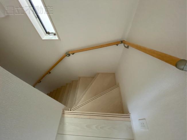 階段手摺です。(画像はA号棟の設備です)