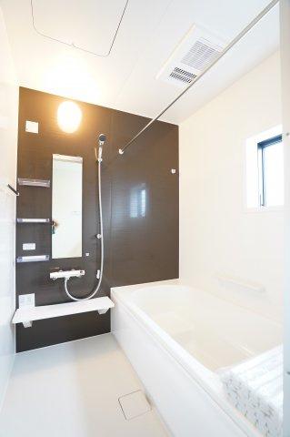 清潔感のある浴室で一日の疲れを取りたいですね。