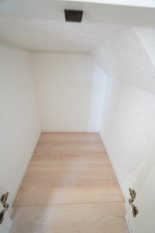 【同仕様施工例】1階廊下収納 買い置きした日用品など収納するのに便利です。