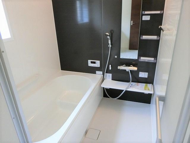 【現地写真】 疲れを癒す場所だからこそ快適・清潔な空間で心も体もオフになる時間をお楽しみください。浴室暖房乾燥機完備で寒い冬のバスタイムも快適に♪