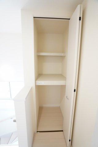 2階廊下 掃除用具やストック品を収納するのに便利です。