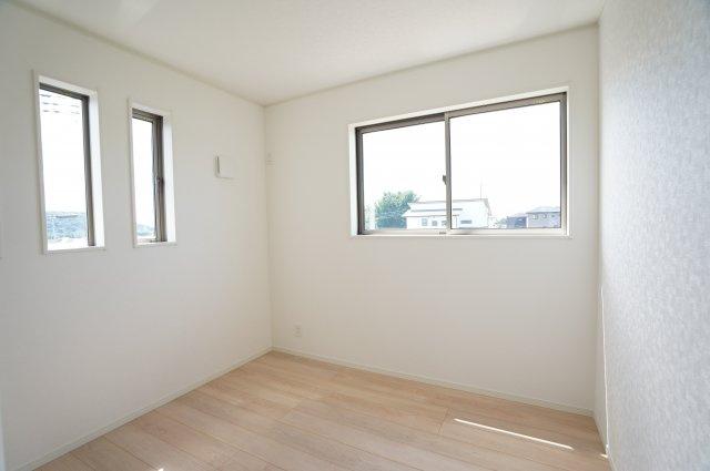 【同仕様施工例】窓が2面ありますので、気持ちのよい風が入ってきそうなお部屋です。