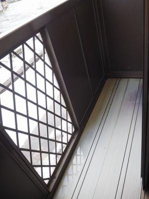 開放的で明るい空間を演出してくれるバルコニーです