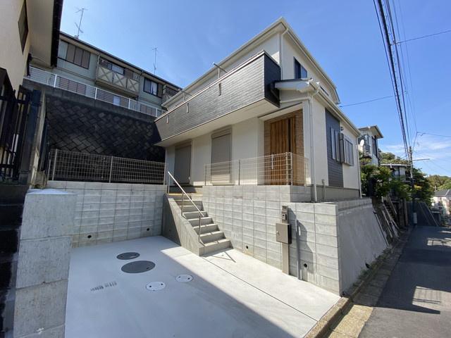 JR武蔵野線「市川大野」駅徒歩16分の全1棟の新築一戸建てです。