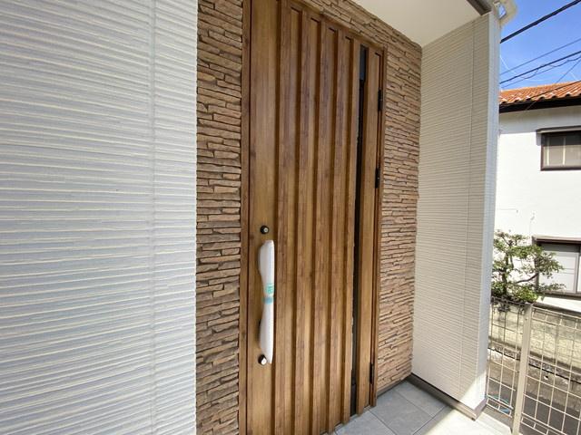 玄関です。LDK16.2帖や主寝室9.7帖とゆとりの広さです。