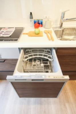 キッチンには日々の家事に便利な食洗器付