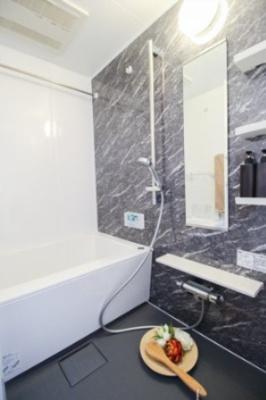 浴室暖房乾燥機能付き浴室。雨の日でも洗濯物が干せます。