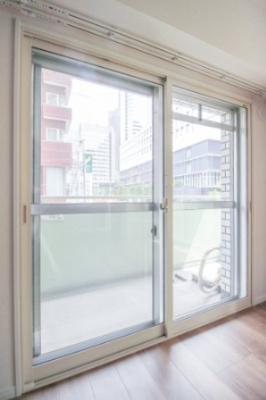 居室全部の窓には二重サッシになっており、断熱性・防音効果に。