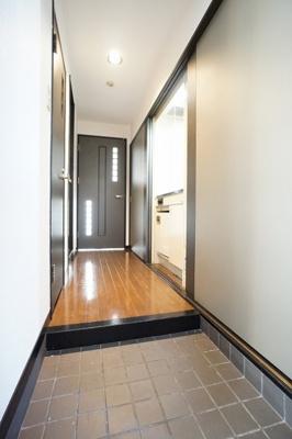 参考画像:別の部屋のものです。 落ち着いた玄関です