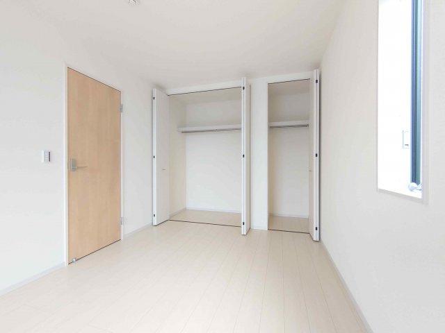 主寝室《 現地写真 》現地見学や詳細は 株式会社レオホーム へお気軽にご連絡下さい。