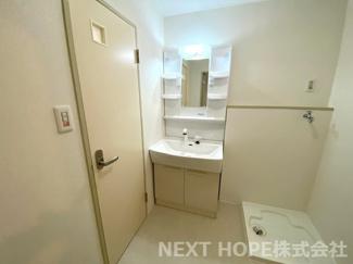 新品の洗面化粧台です♪シャワー水栓で使い勝手がいいです(^^)