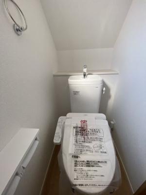 1Fトイレ 温水洗浄便座付き