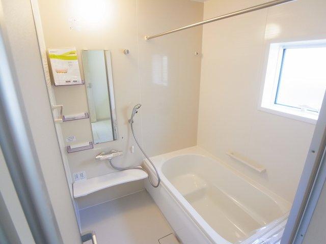 現地写真 乾燥・暖房・涼風と充実の内容!お風呂に入る前に暖房をつけておけば、寒い嫌な思いはしません。