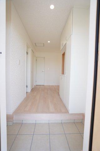 【同仕様施工例】清潔感のある玄関です。