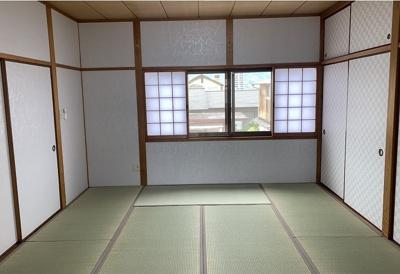 2階和室!しっとりと落ち着いた雰囲気の和室!窓がついてて明るさも十分!