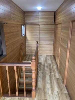 2階までの階段。手すりがちゃんとついてて昇降も安心!収納もあるよ!