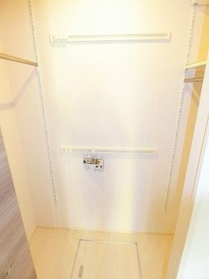※参考写真※洋室6帖のお部屋にあるワンステップクローゼットです!棚が2段+ハンガーラックでたっぷり収納出来ます☆
