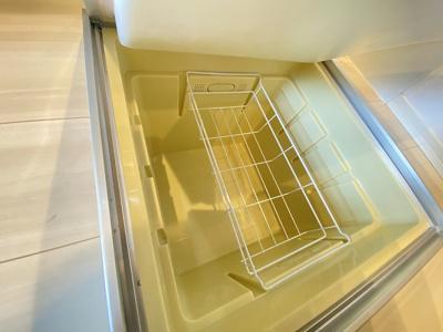 ※参考写真※キッチンにある床下収納です!食品・日用品の保存に便利ですよね☆調味料などの買い置きにもぴったり♪