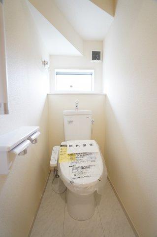 【同仕様施工例】1階 シャワー付トイレです。