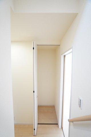 【同仕様施工例】1階 買い置きした日用品などを収納するのにいいですね。