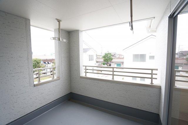 【同仕様施工例】2階のホールも広いので部屋干しもできます。