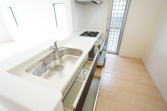 【同仕様施工例】広~いキッチンなのでお鍋なのでフライパンもラクラク洗えます。
