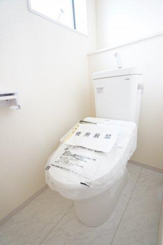 【同仕様施工例】2階 シャワー付トイレです。