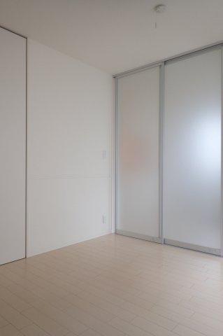 クローゼットのある南向き洋室6.2帖のお部屋です!お洋服の多い方もお部屋が片付いて快適に過ごせますね♪