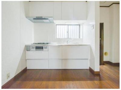 誰もが使いやすいデザインにこだわったキッチン。プライベートスペースを彩るインテリアとしての美と、快適な日常を支える機能性と強さがひとつになったキッチンです。