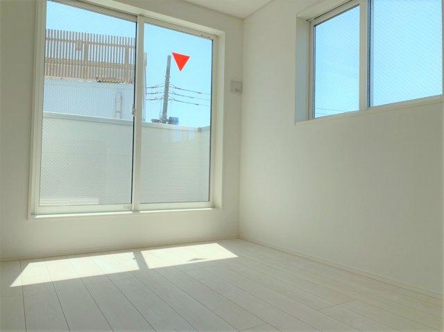 ◇Bed room◇プライベートなお部屋では静かに時を過ごしたい。読書や映画鑑賞、趣味を嗜む…光りに満たされた和やかな空間を演出しています。【現地(2021年4月)撮影】