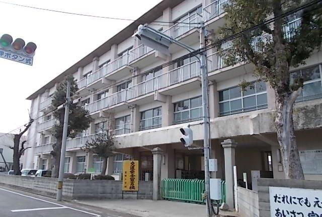 今治市立富田小学校まで1600m