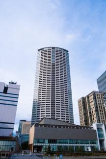 【外観】円状にカーブをしているのが特徴的な福島を代表するランドマークタワーです☆