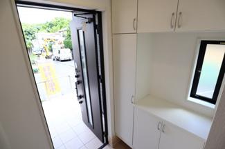 酒々井町東酒々井 新築戸建 酒々井駅 シューズボックス付きで玄関もすっきりと片付きます。