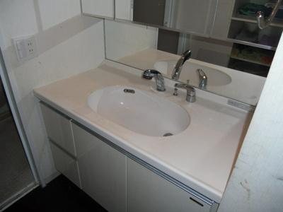 棚や洗濯機置場あります。