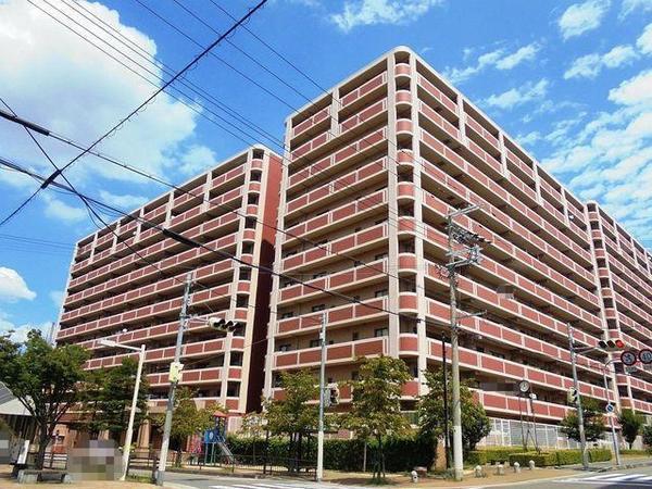 泉北高速鉄道「和泉中央」駅 徒歩8分。大型マンションです♪