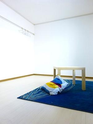 収納スペースのある洋室6帖のお部屋です!荷物の多い方も安心の収納力です!壁にはピクチャーレールがあり、絵や写真が飾れます☆ハンガー掛けとしても便利!