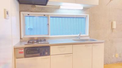キッチンに窓もあり明るいです。