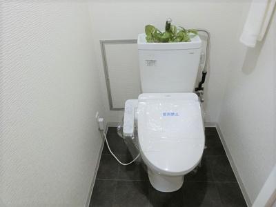 【現地写真】 清潔感溢れるトイレ。落ち着いた空間で安らぎのひとときをお過ごしいただけます♪