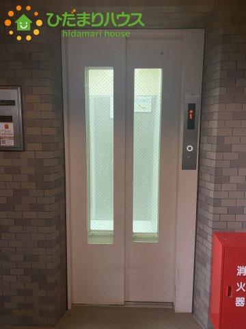 エレベーター付きマンションです!! 4階部分のお部屋なのでエレベーターがあれば、楽にお部屋に荷物を運べます!